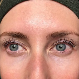 sweet-cheeks-womens-eyelash-service